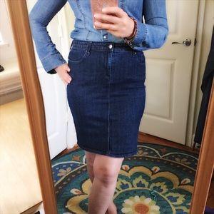 Gap Stretch Pencil Skirt in Dark Wash Size 8